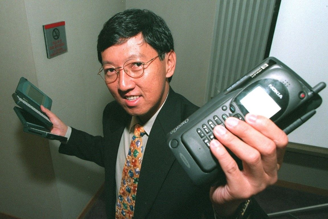 John Arifin, HP's Asia-Pacific product manager for handhelds, with the 1995 lineup.