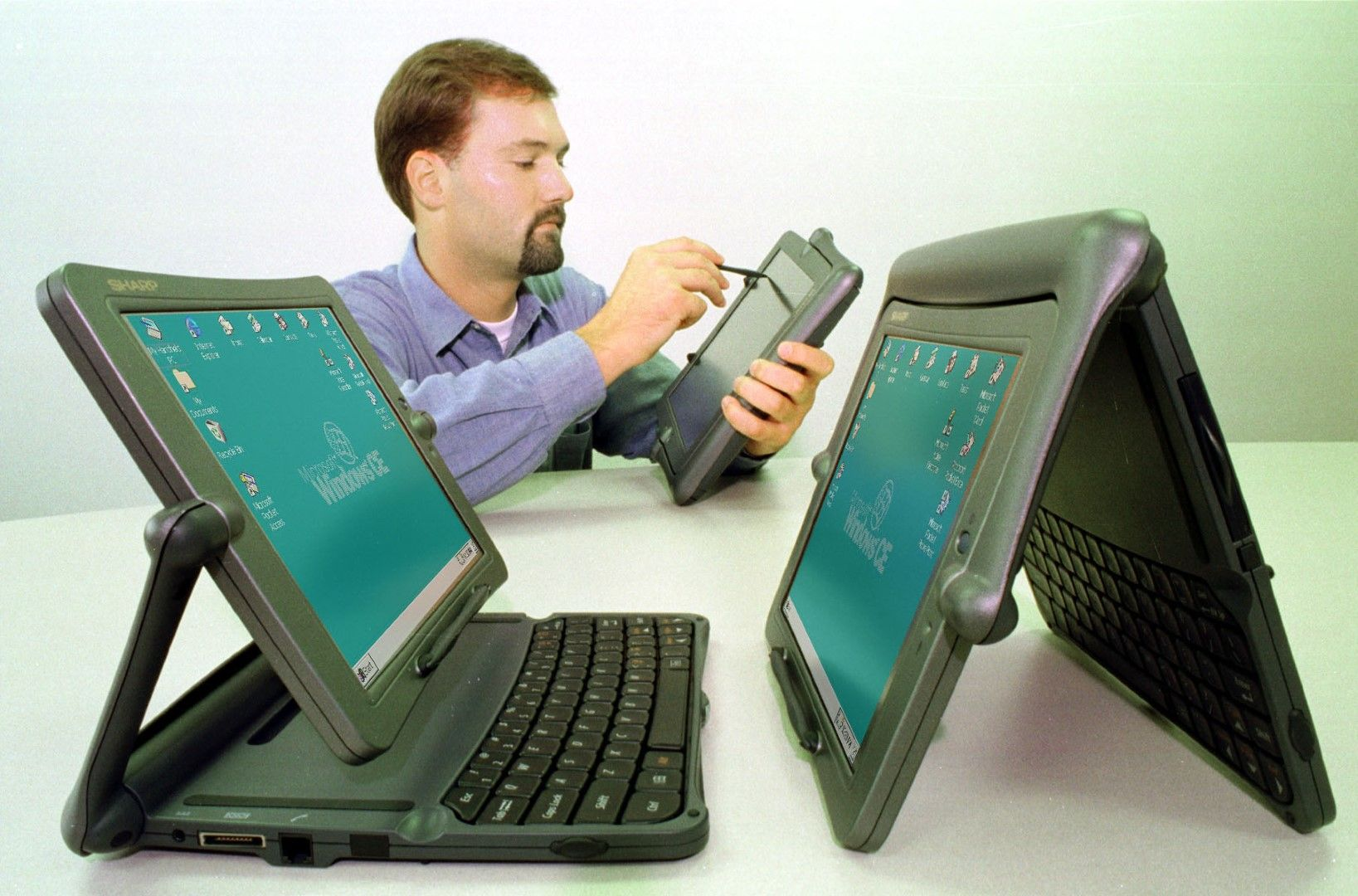"""The Sharp Mobilion TriPad, a two-in-one """"Handheld PC Pro"""" powered by the Windows CE. The computer was also sold as the Vadem Clio."""